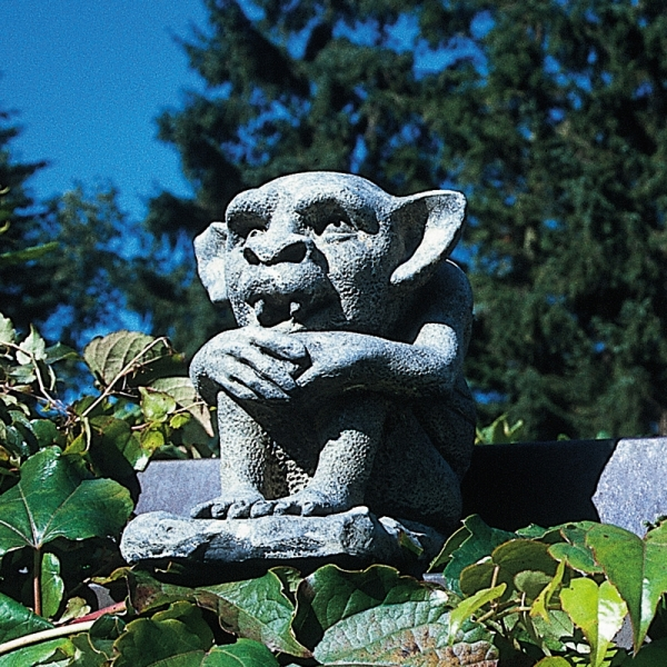 Gremlin Org, Stein-Skulptur