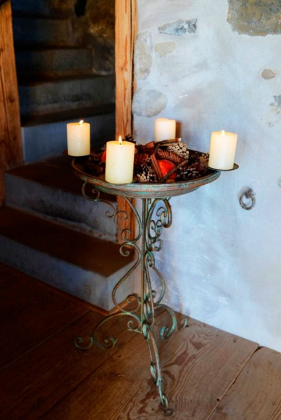Schalenständer mit abnehmbaren Kerzenring