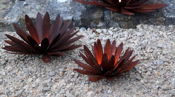 Teelichthalter Blüte aus gerostetem Eisen