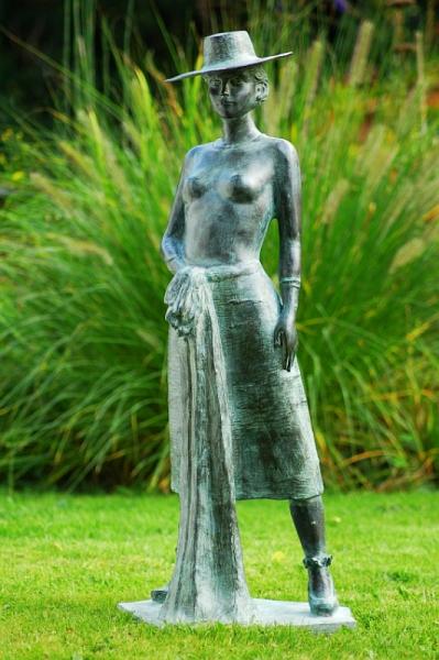 34091-Antonia-Bronzeskulptur