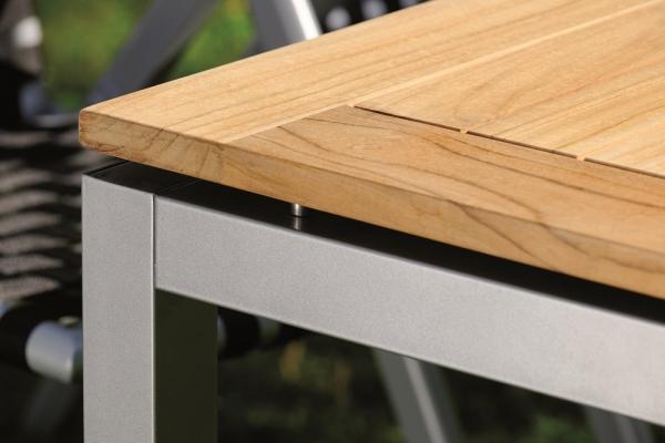 Alu-Tisch mit Teakholzplatte