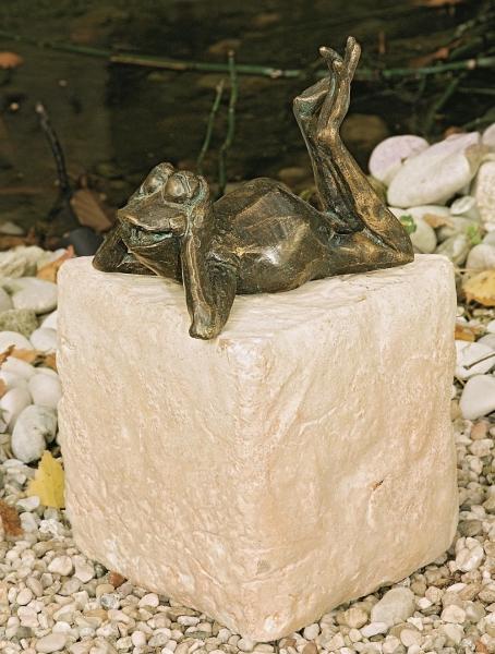 34084-Frosch-Rudi-Bronzefigur